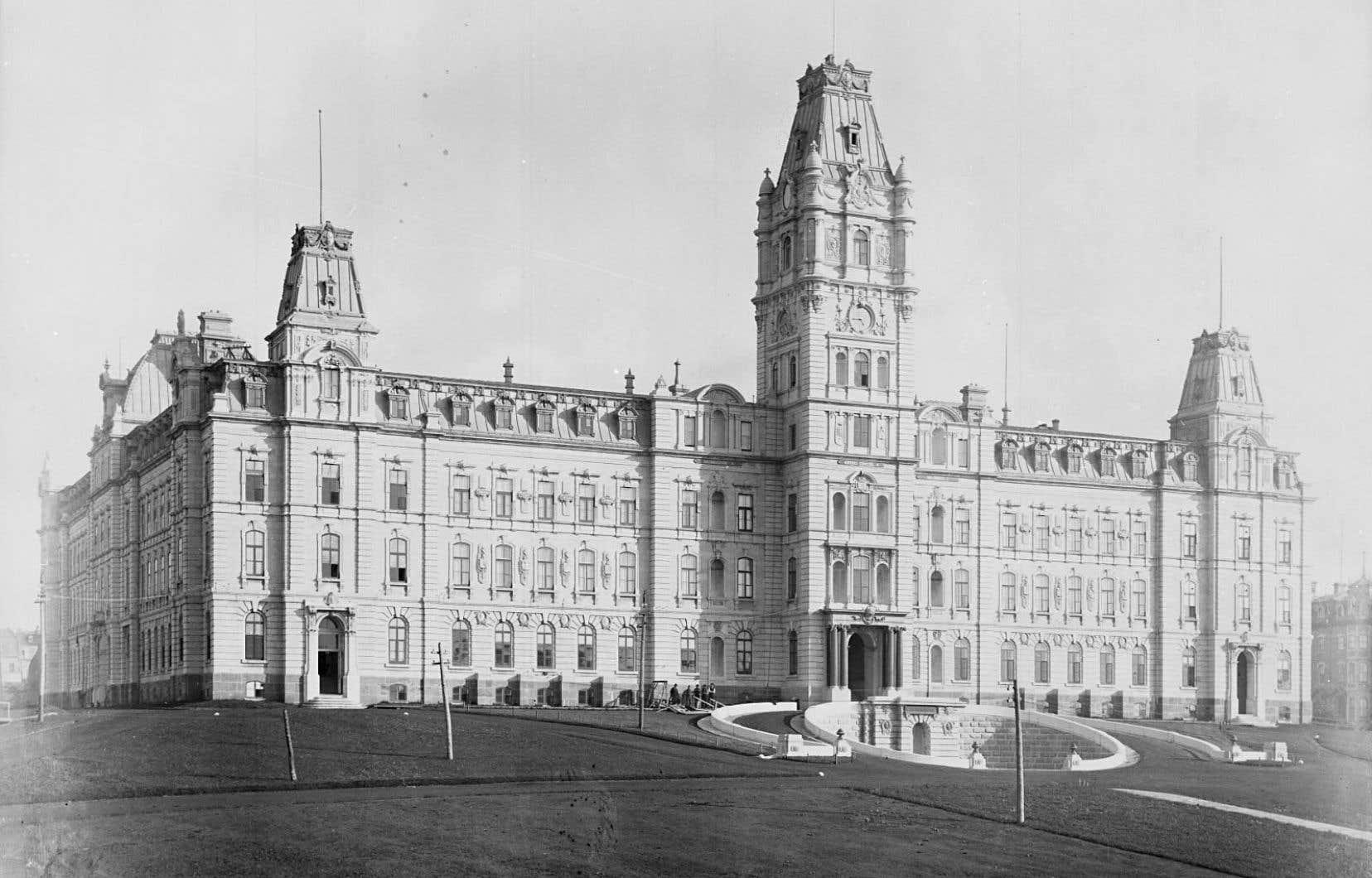 L'hôtel du Parlement de Québec, quelques mois après son inauguration en 1886