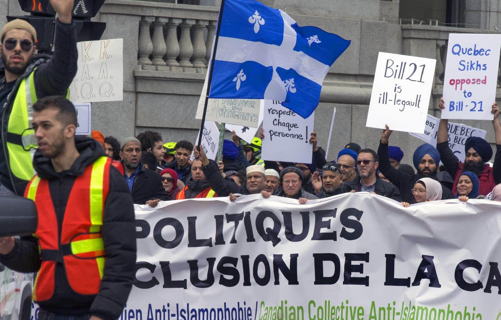 «L'extrême laïcité qu'on peut voir dans les textes de lois québécois, qui s'étend jusqu'aux apparences et à la censure dans le code vestimentaire, est à proprement parler du laïcisme idéologique», affirme l'auteur.