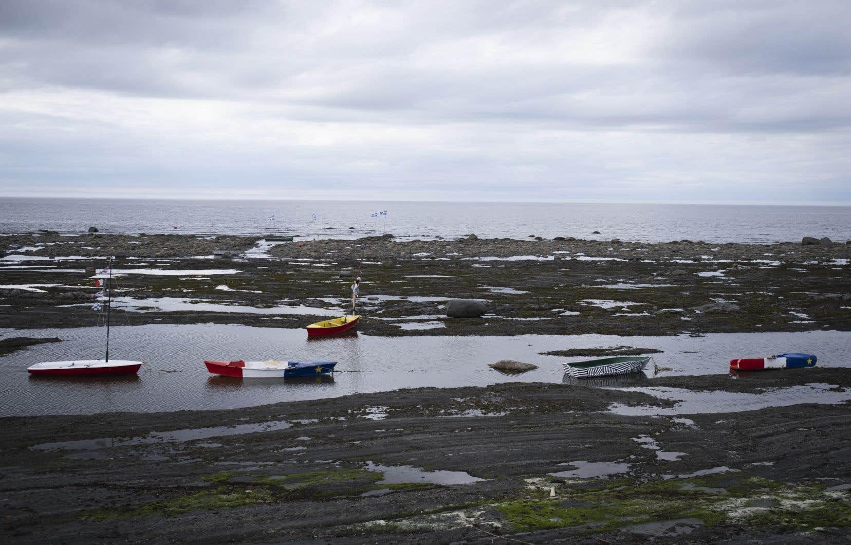 La municipalité de Sainte-Flavie propose aux riverains une compensation pour la perte de leur résidence, pour les convaincre de s'éloigner des côtes et du fleuve.