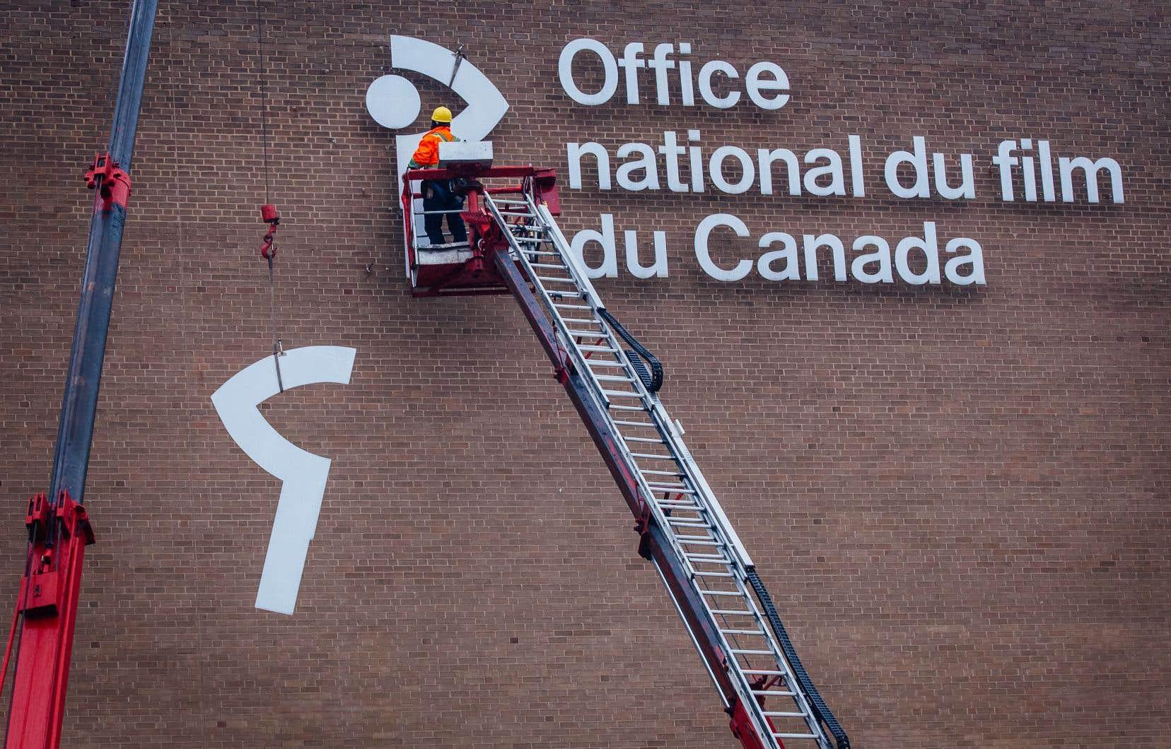 L'ONF déménagera bientôt son siège social dans le Quartier des spectacles. Le logo de l'institution a récemment été décroché des bâtiments actuels du chemin de la Côte-de-Liesse.