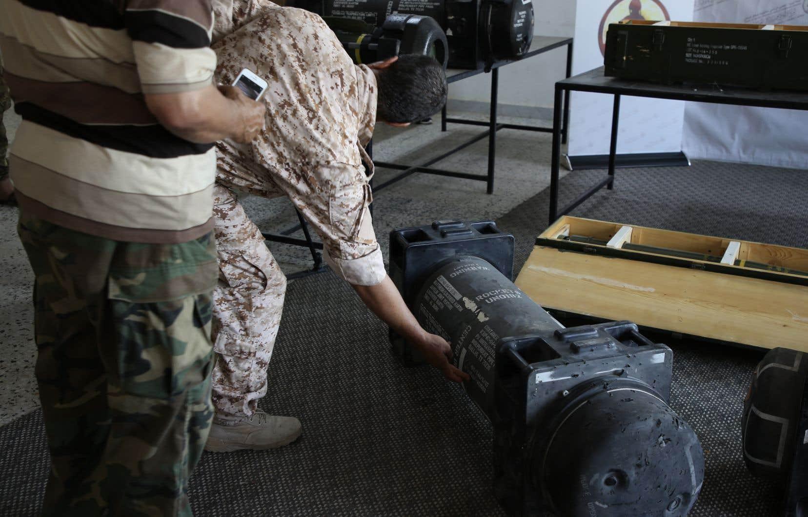 Sur les caisses en bois des projectiles Norinco, on peut lire en anglais «forces armées des Émirats arabes unis». Mais aucune référence à un autre pays outre les États-Unis, n'est visible sur les trois missiles Javelin présentés aux journalistes.