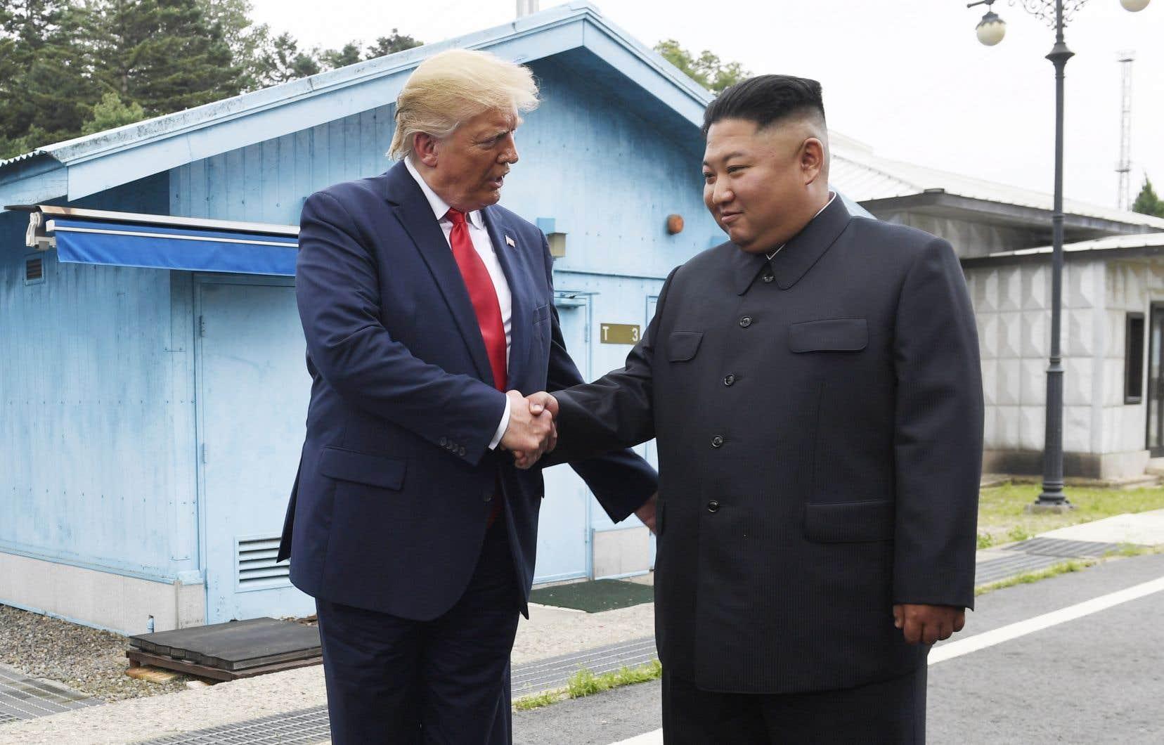 Donald Trump est devenu le premier président des États-Unis en fonction à franchir la frontière en faisant quelques pas en Corée du Nord.