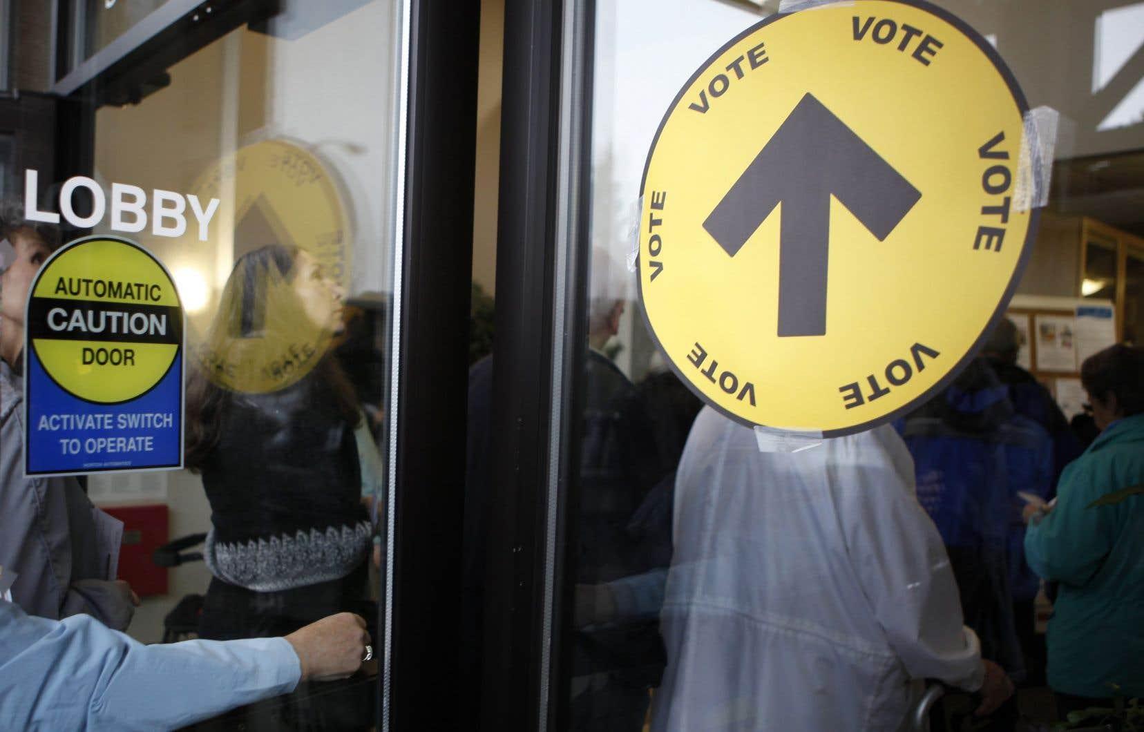 La loi sur la modernisation des élections a établi une limite de dépenses d'un peu plus de 1million de dollarspour les tiers en période préélectorale et d'environ 500000$ en période électorale.