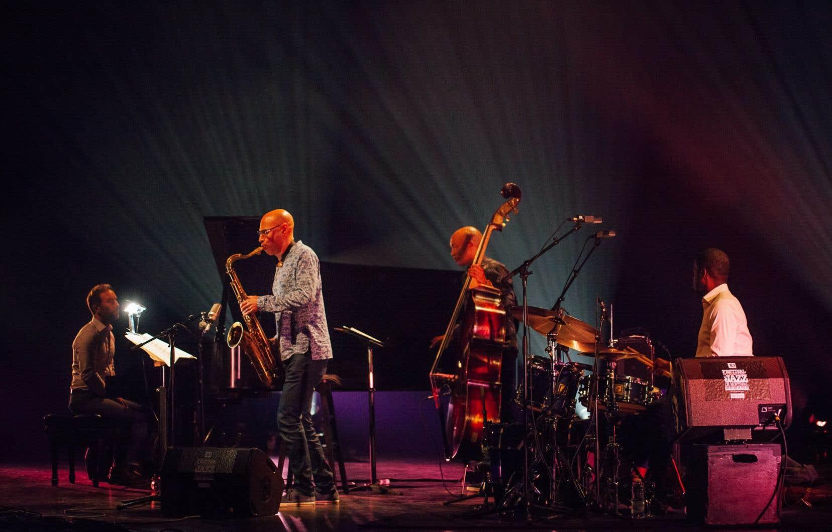 Redman était accompagné du groupe avec lequel il a le plus joué dans sa carrière: le pianiste Aaron Goldberg, le batteur Gregory Hutchinson et le contrebassiste Reuben Rogers complètent un quartet sans faille, absolument fluide.