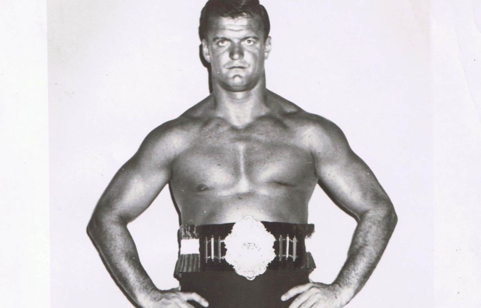 Jacques Rougeau a commencé la lutte en 1956. En compagnie de son frère Jean, il a vécu l'âge d'or de la lutte professionnelle au Québec, notamment dans les années 1960 et 1970.