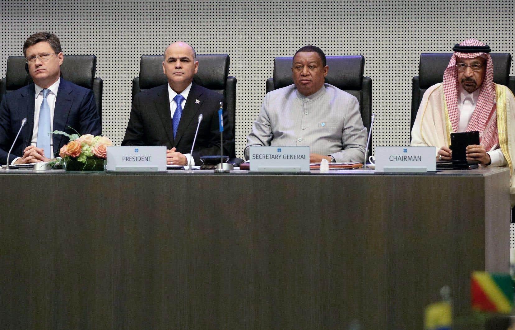 De gauche à droite: le ministre russe de l'Énergie, Alexander Novak, le ministre vénézuélien du Pétrole, Manuel Quevedo, le secrétaire général de l'OPEP, Mohammed Barkindo, et le ministre saoudien de l'Énergie, Khaled al-Faleh