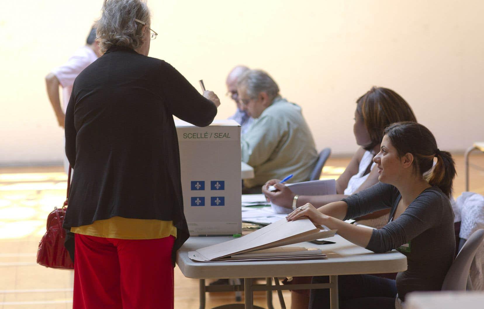 Le mode de scrutin uninominal que nous utilisons ne reflète pas fidèlement le soutien réel des partis politiques dans la population.