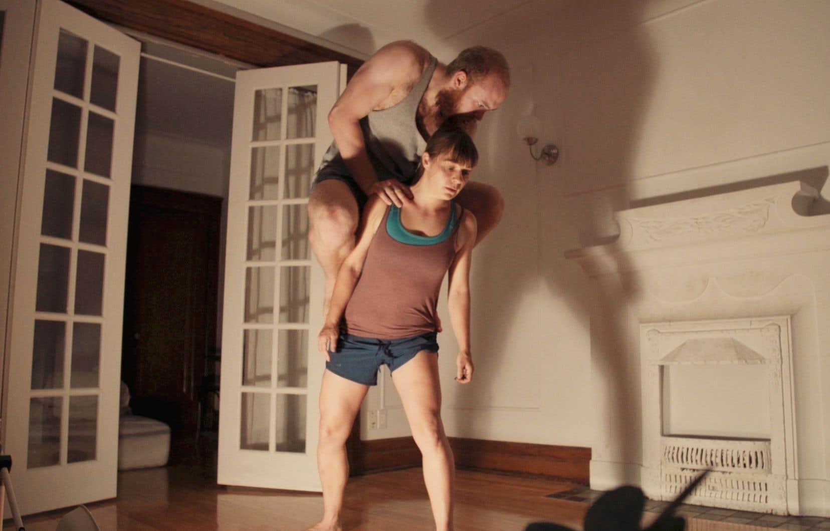 <p>«Se prendre» est une oeuvre intimiste et immersive, un duo amoureux qui tient autant de la danse que de l'acrobatie.</p>