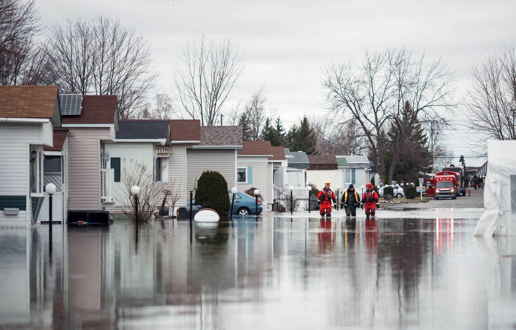 La dérogation dont bénéficie Sainte-Marthe-sur-le-Lac se justifie à cause du «bris» de la digue végétale, a soutenu la ministre Andrée Laforest.