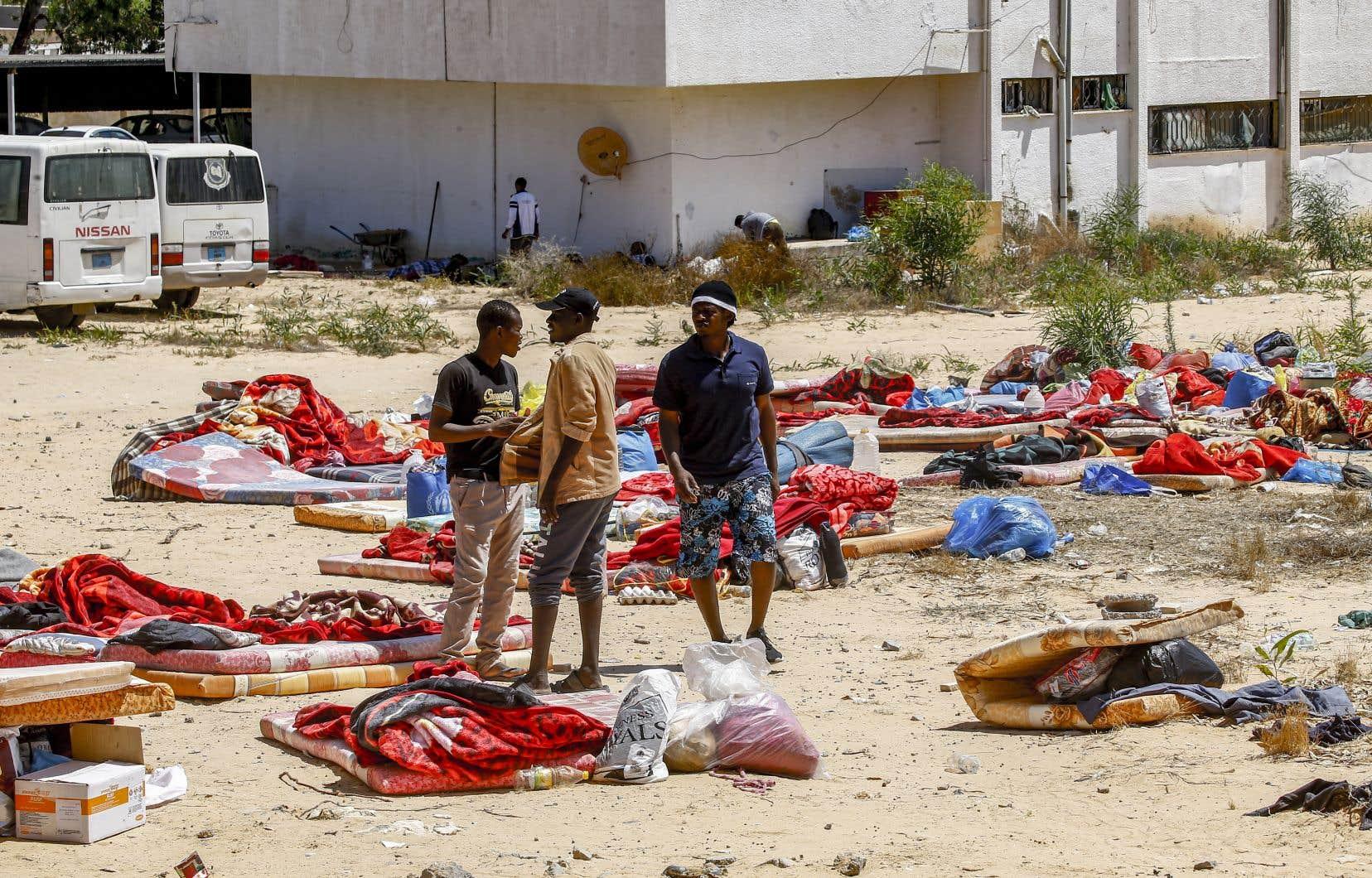 En Libye, le centre de détention touché par l'attaque abritait environ 600 migrants, en majorité érythréens et soudanais.