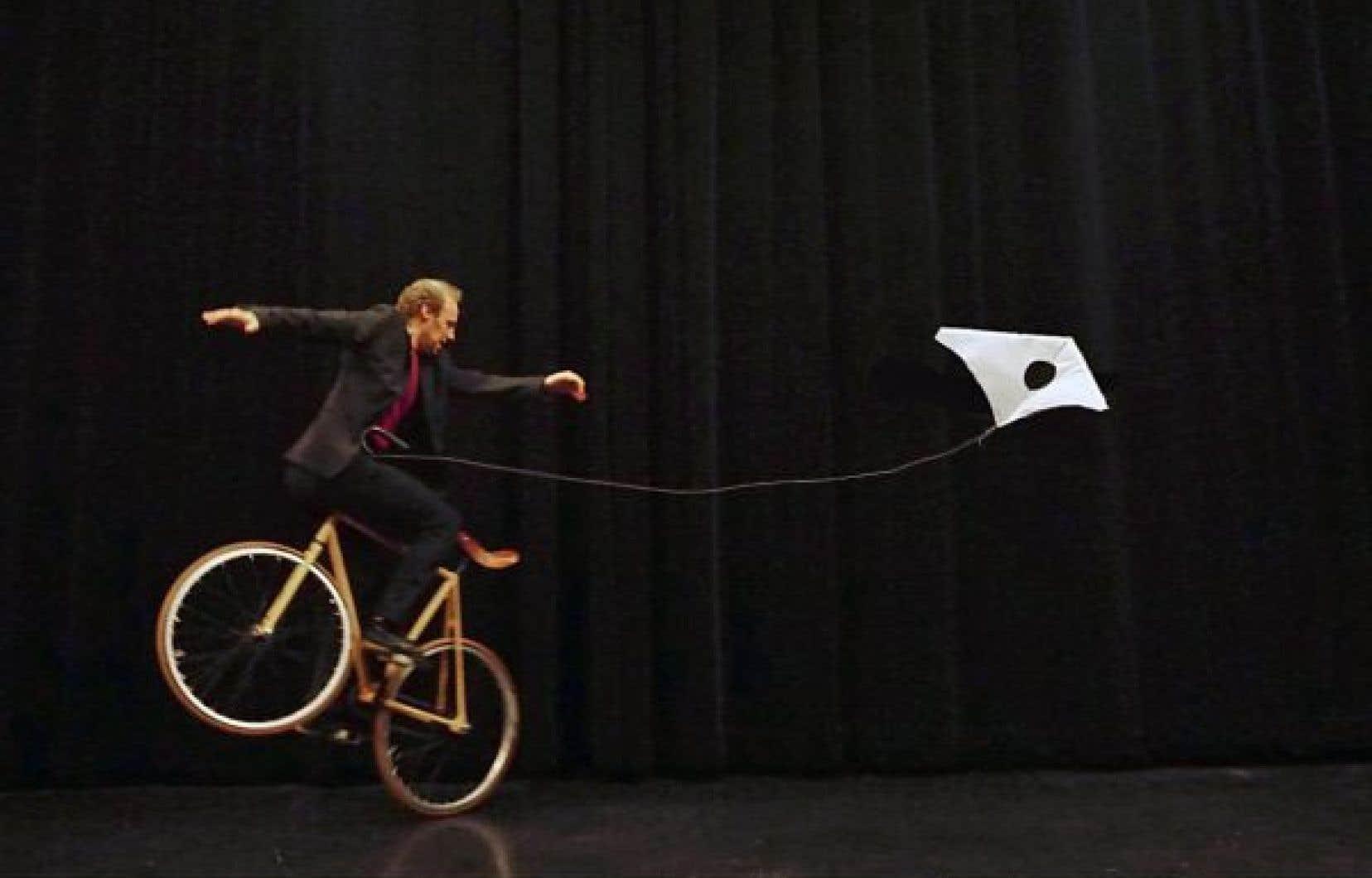 Guillaume Doin, qui est à l'origine du spectacle «À deux roues, la vie!» a adopté le vélo artistique comme principale discipline circassienne.