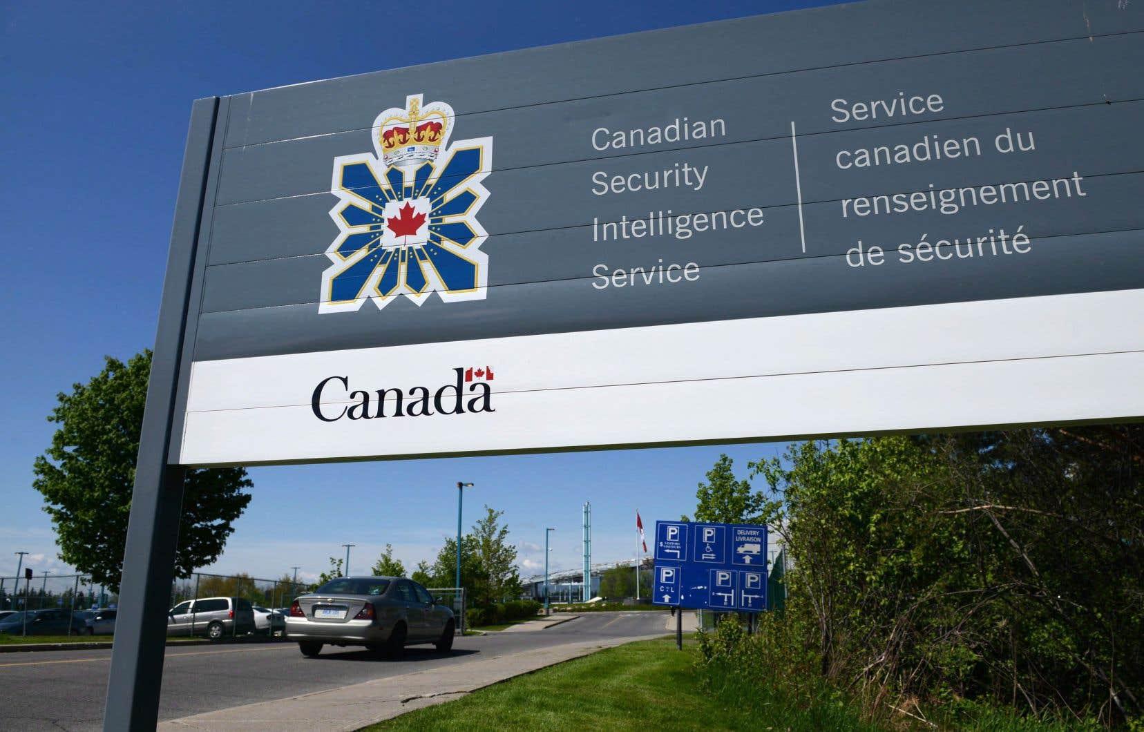 La loi régissant le SCRS stipule que le service d'espionnagene peut conserver que les informations «strictement nécessaires» à son travail.