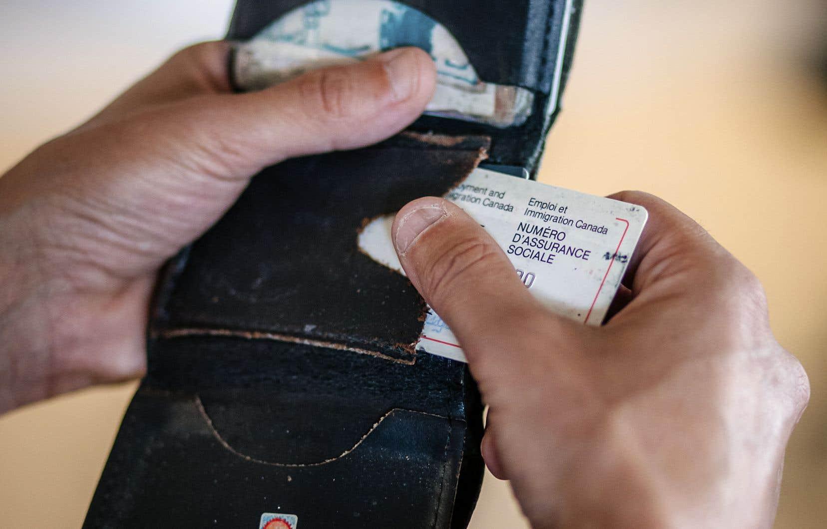 Le gouvernement fédéral statue que le NAS ne peut être exigé dans le cas d'une demande de carte de crédit, d'une confirmation d'identité ou d'opérations bancaires comme une demande de prêt personnel, de marge de crédit ou de prêt hypothécaire.