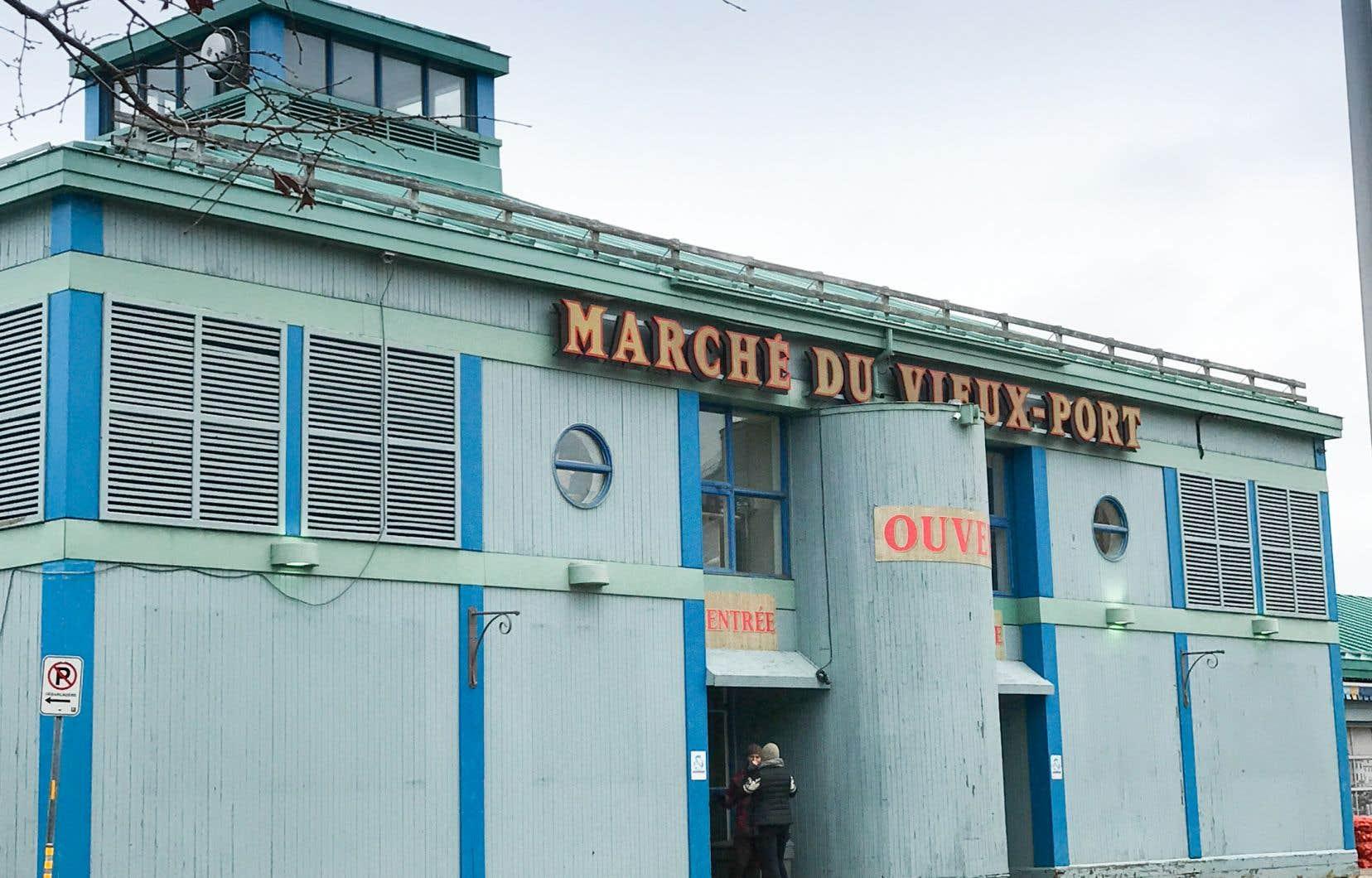 «Fallait-il vraiment sacrifier le Vieux-Québec en lui enlevant ce service de proximité très important et en le dévitalisant encore un peu plus?», se demande l'auteure.