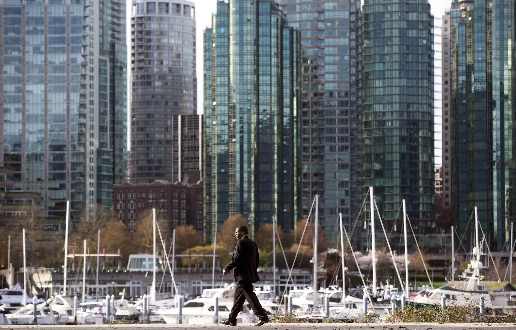 À Vancouver, les ventes de propriétés de luxe ont continué de chuter en raison des retombées d'une intervention gouvernementale.