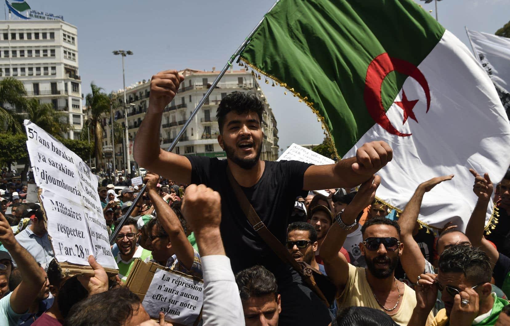 L'Algérie est le théâtre depuis février d'un mouvement populaire de contestation inédit qui a poussé le chef du gouvernement Abdelaziz Bouteflika à la démission le 2avril. Les manifestants exigent désormais le départ de tous les dirigeants ayant eu des responsabilités durant les 20ans de présidence de M.Bouteflika.