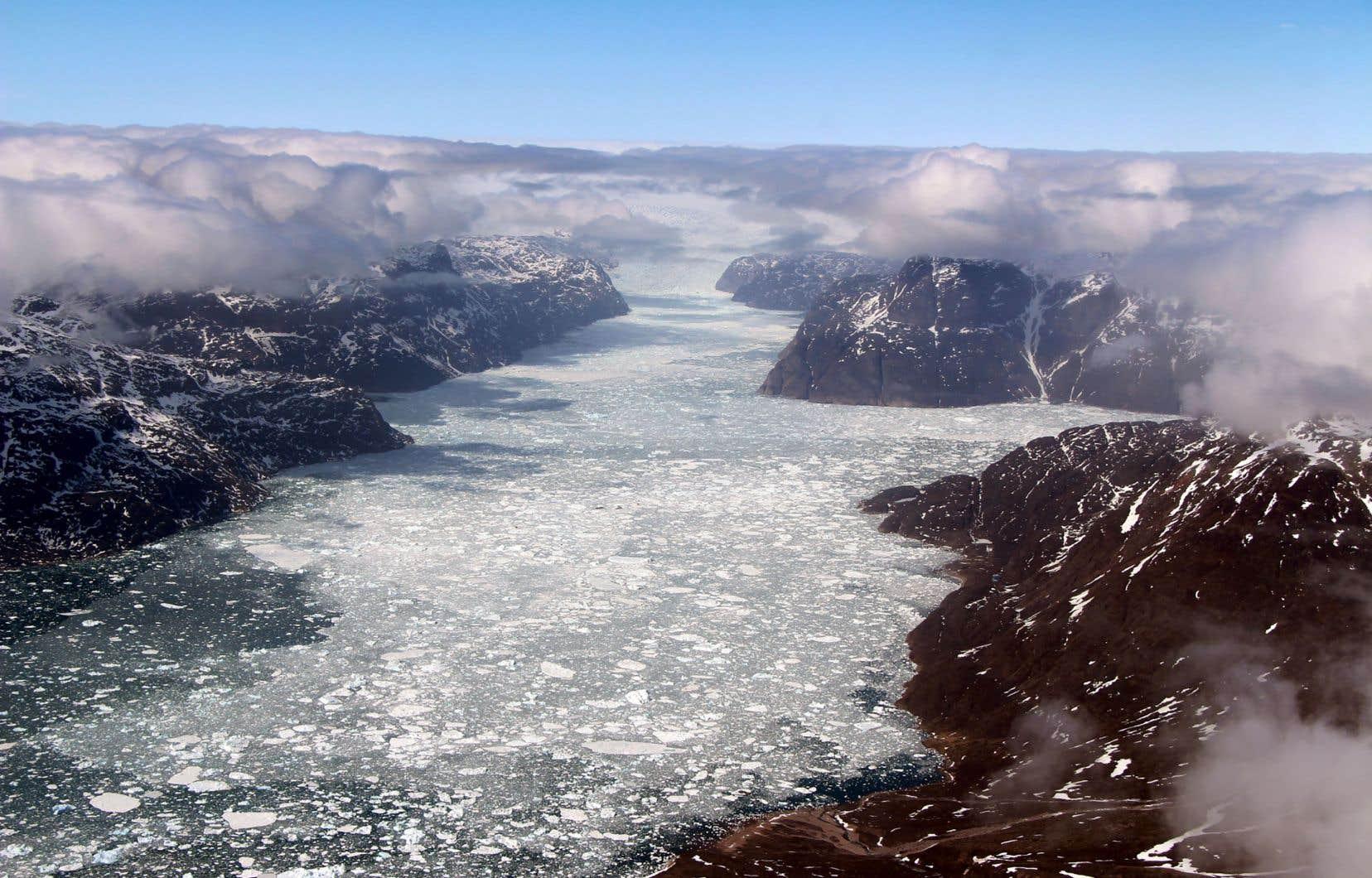 Selon les projections utilisées dans l'étude, la température pourrait augmenter jusqu'à 2,6°C, entraînant la hausse de la température du sol et une saison de fonte plus longue.
