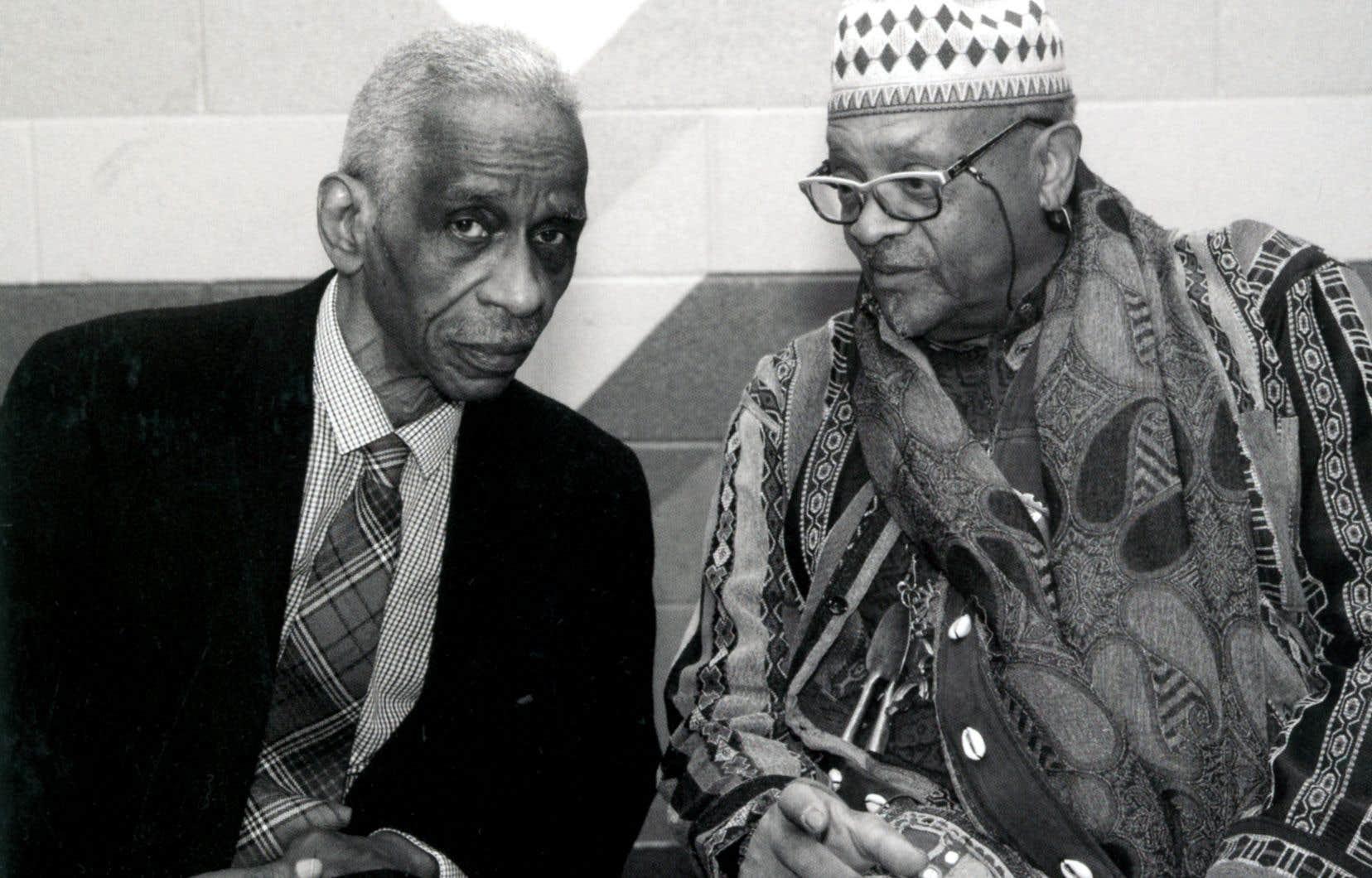 Ce que Roscoe Mitchell (à gauche), Don Moye (à droite) et leurs 16 complices proposent est au fond de la musique contemporaine rythmée par des percussions africaines.