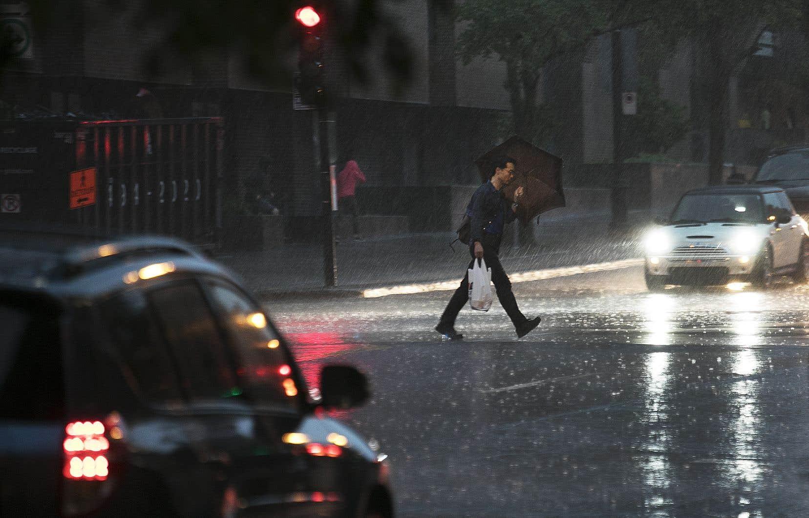 La pluie s'est abattue sur Montréal jeudi soir.
