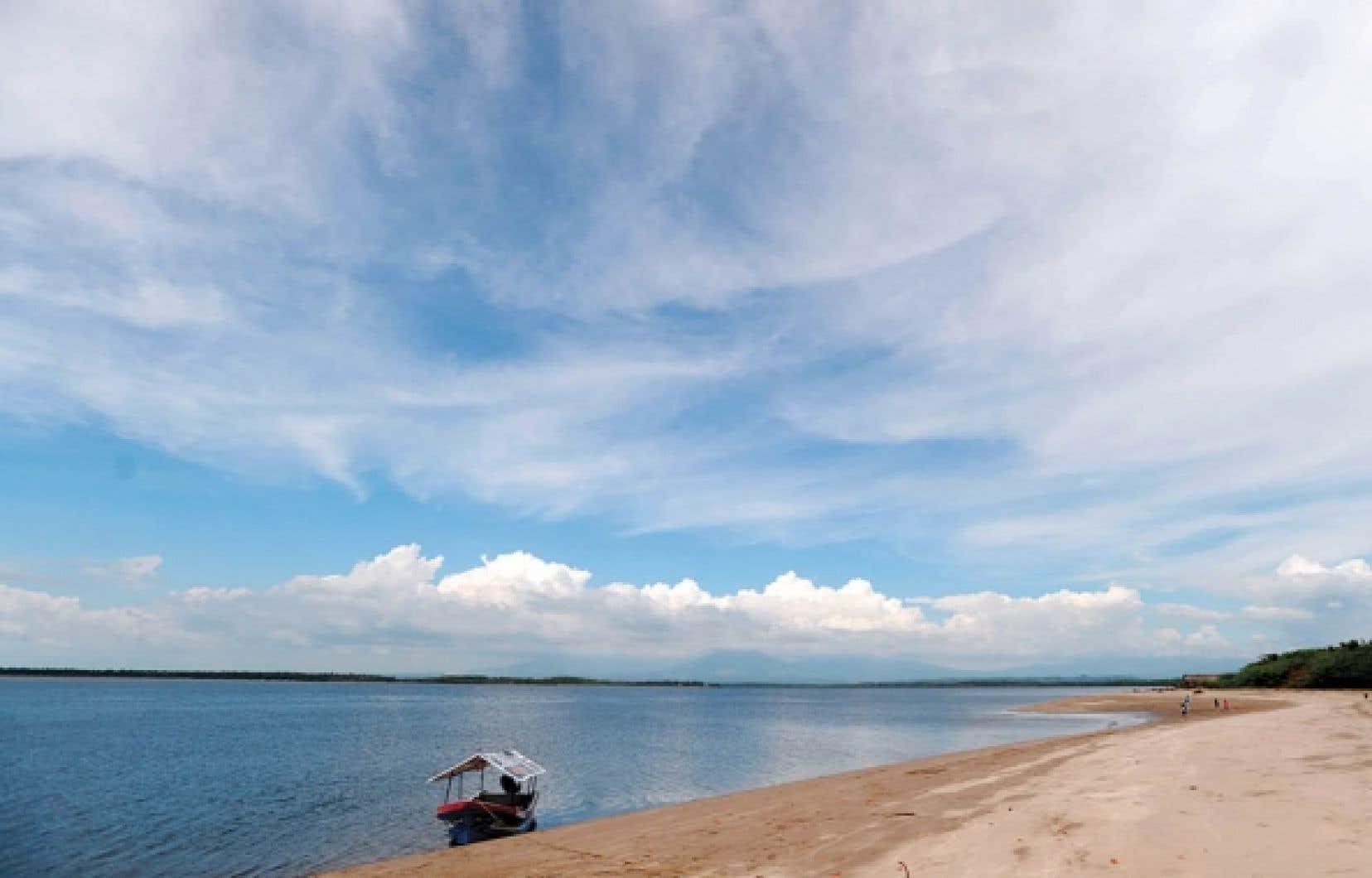 L'île La Pirray dans la baie de Jiquilisco, à 118 kilomètres au sud-est de San Salvador, une zone protégée de la côte salvadorienne.<br />