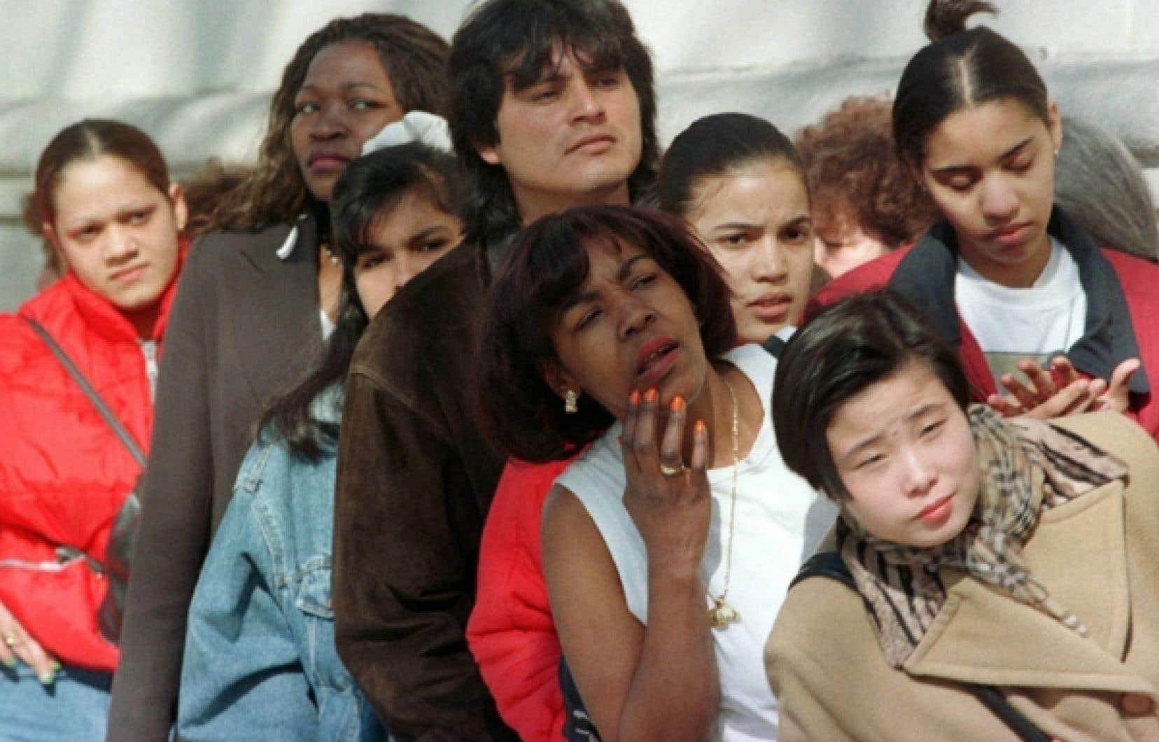 Selon le ministre canadien de l'Immigration, Jason Kenney, il suffit d'améliorer les perspectives économiques des immigrants pour augmenter leur acceptation sociale.<br />