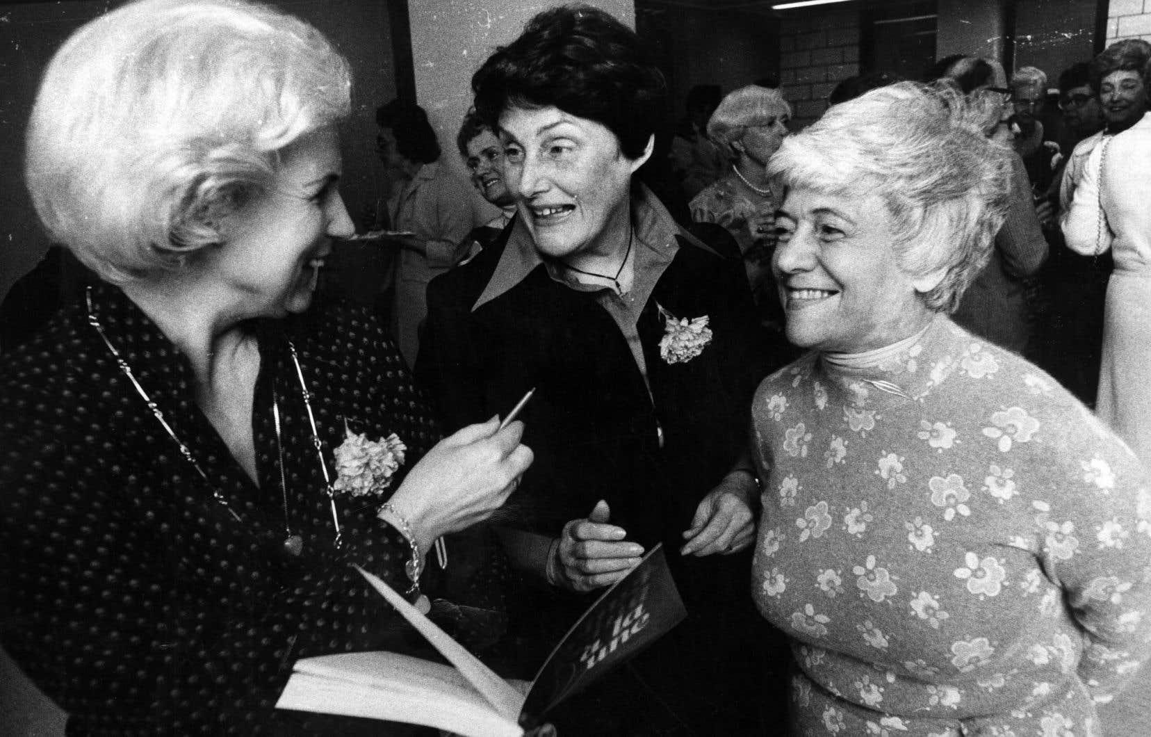 «Elle était solide, cette chère Renée (au milieu). Et terre à terre. Et tellement rassurante», se souvient l'auteure.
