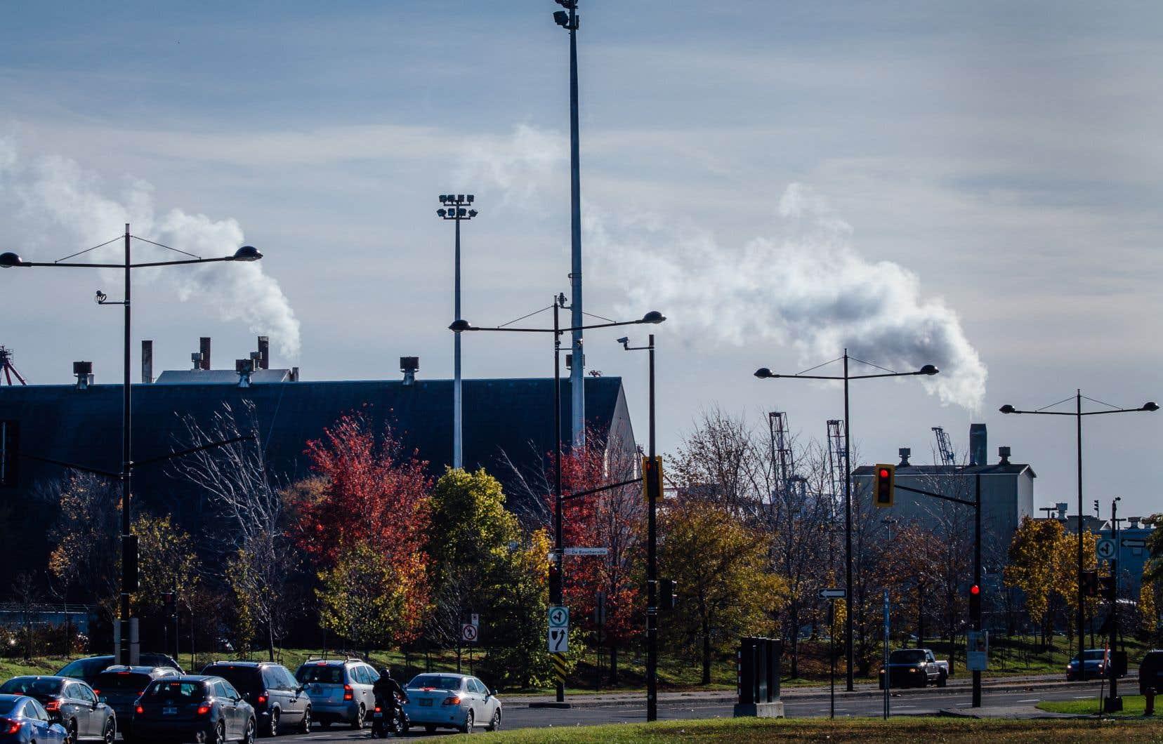 «Ces privilèges sont souvent accordés à des entreprises qui, autrement, déménageraient vers d'autres endroits où les normes environnementales sont moins contraignantes», ditDale Buegin, directeur général de la Commission de l'écofiscalité du Canada.
