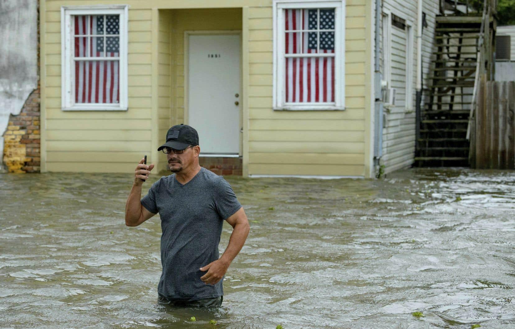 Le niveau du lac Pontchartrain, sur les berges duquel est nichée La Nouvelle-Orléans, a subi une hausse samedi matin.