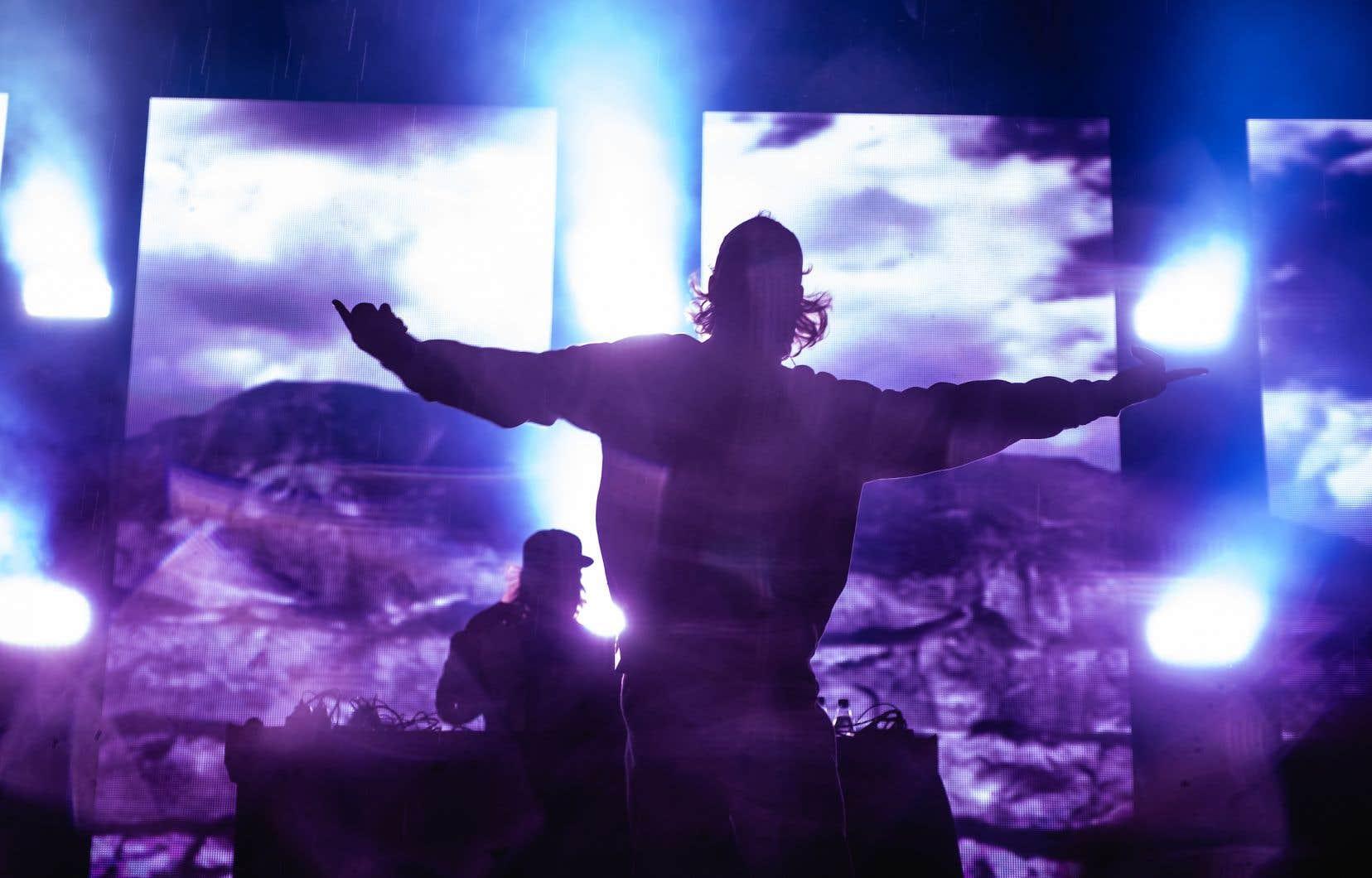 Loud n'a joué que deux titres dans ce concert fleuve mettant en vedette sept groupes rap.