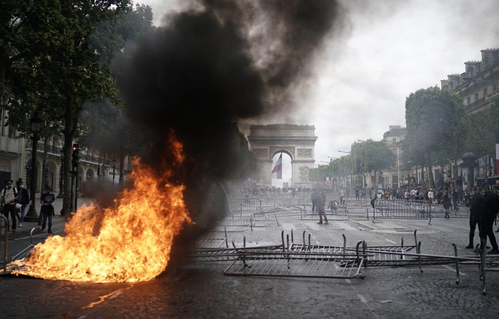 <p>Un total de 152 personnes ont été interpellées en marge du défilé du 14juillet avant même le début de ces incidents.</p>