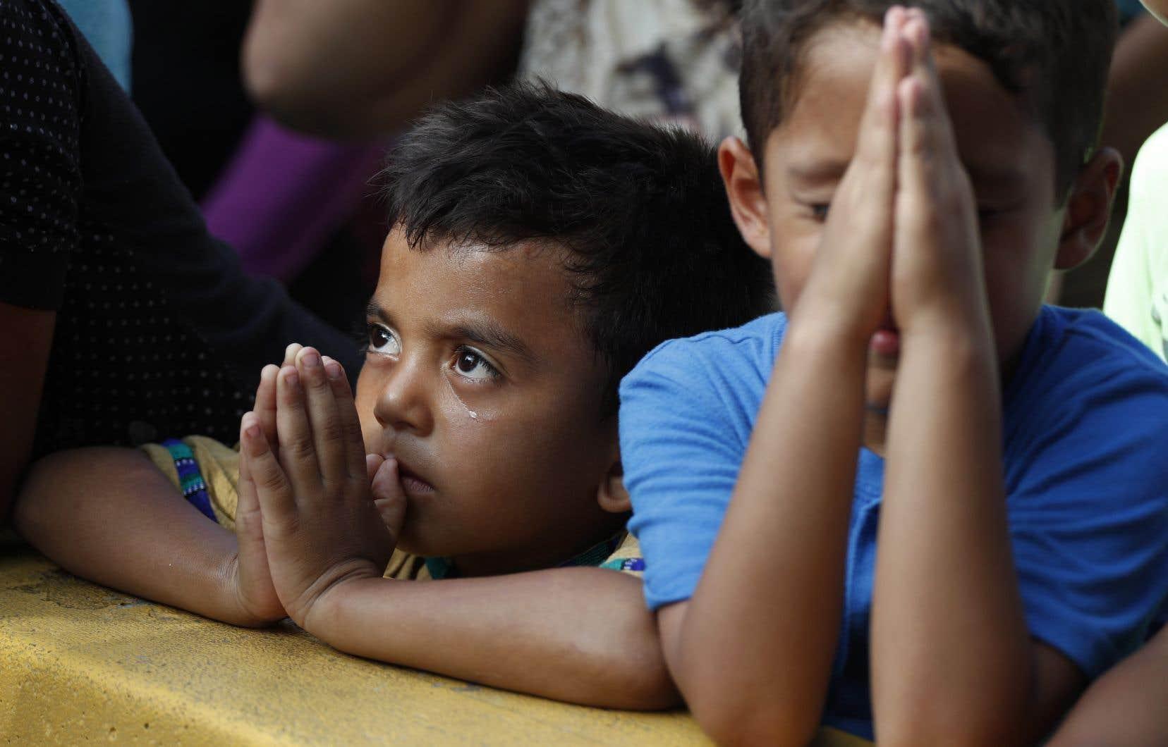 <p>Depuis plus d'un an, des milliers de personnesoriginaires d'Amérique centrale franchissent la frontière pour fuir laviolence et la misère dans leur pays.</p>