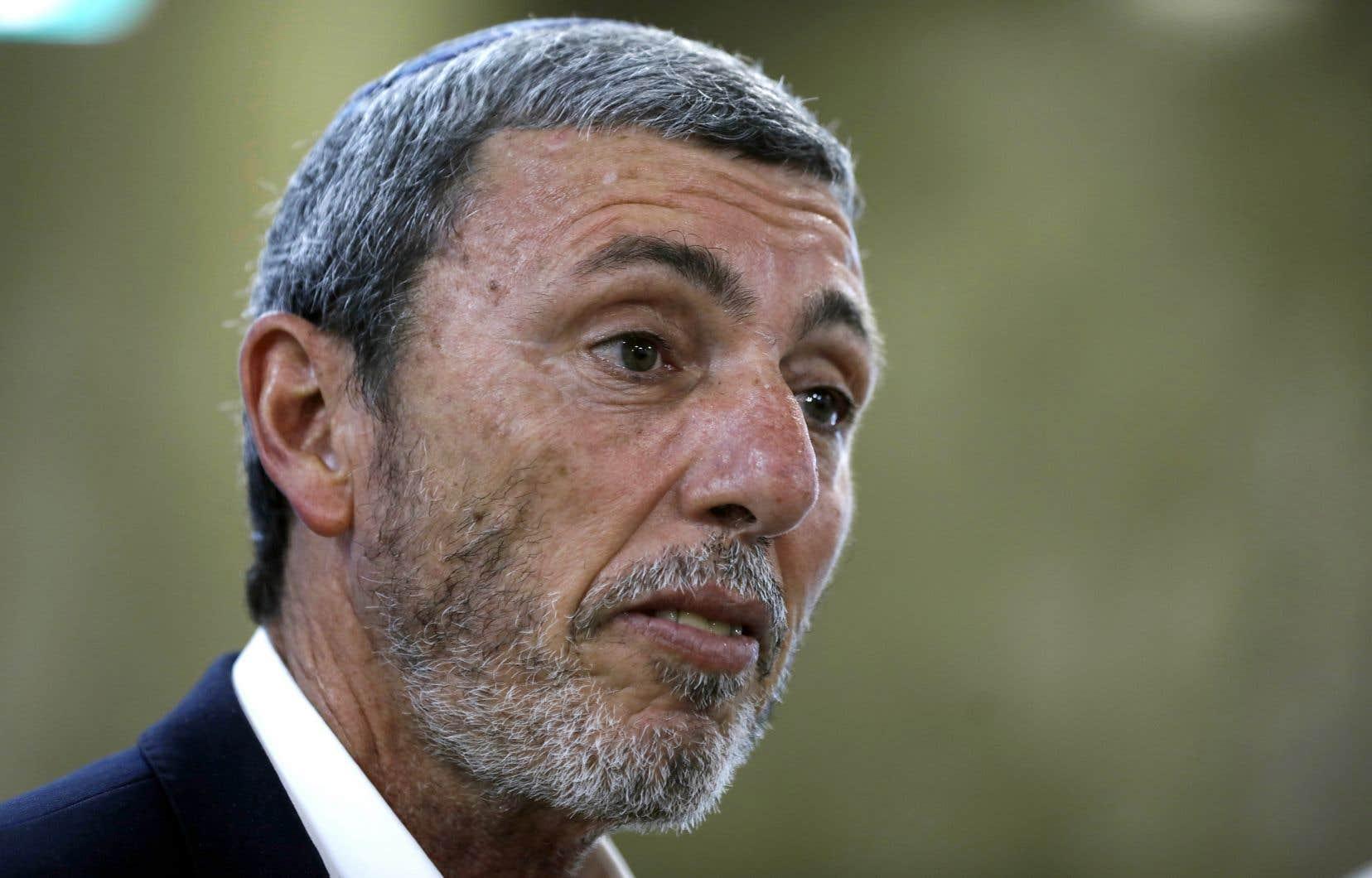 Le ministre israélien de l'Éducation, Rafi Peretz, a conseillé à un étudiant homosexuel de «bien réfléchir».