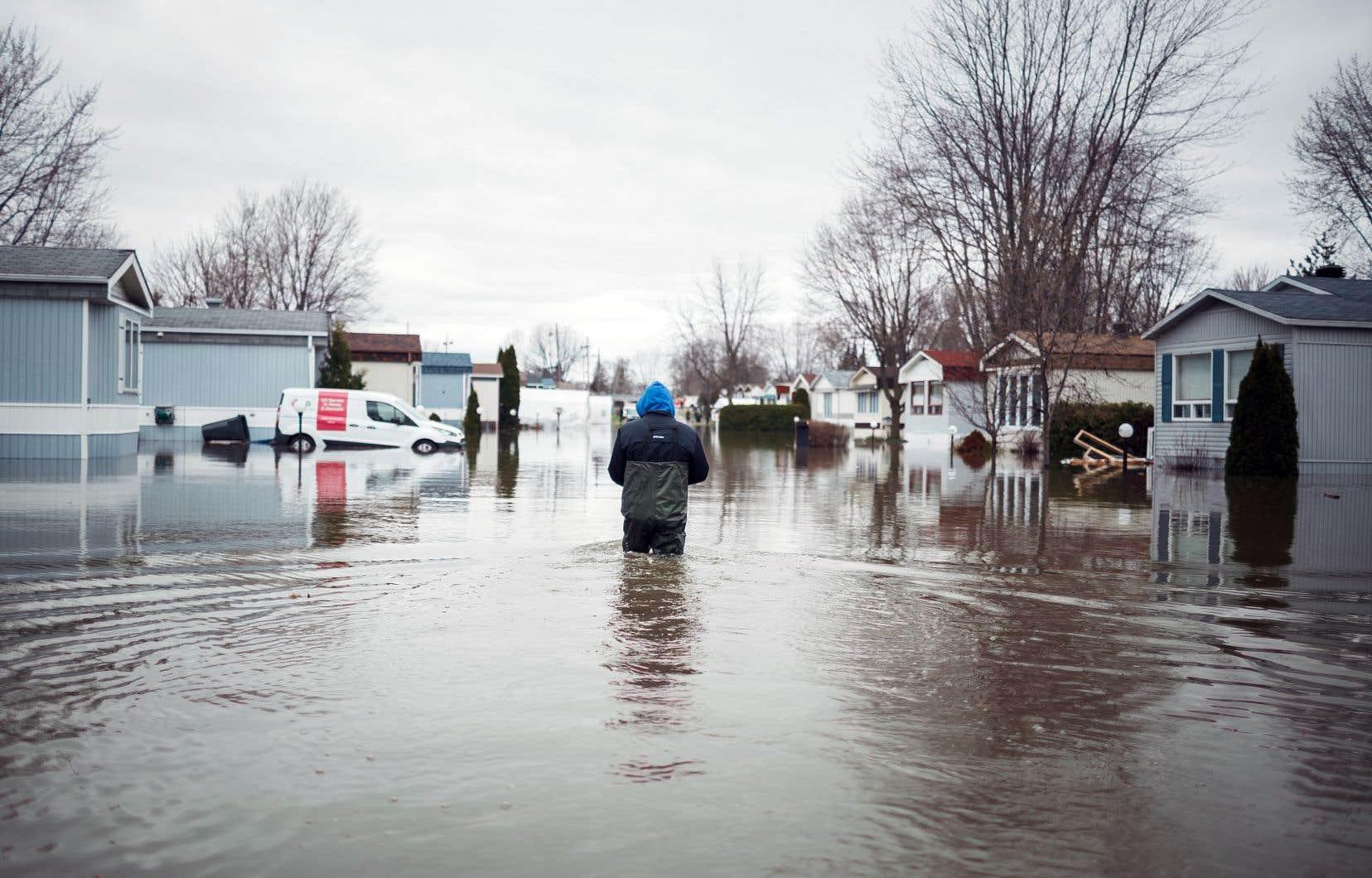 Les dernières inondations printanières, notamment à Sainte-Marthe-sur-le-Lac, ont poussé Québec à décréter un moratoire sur les constructions et les rénovations en zones inondables.