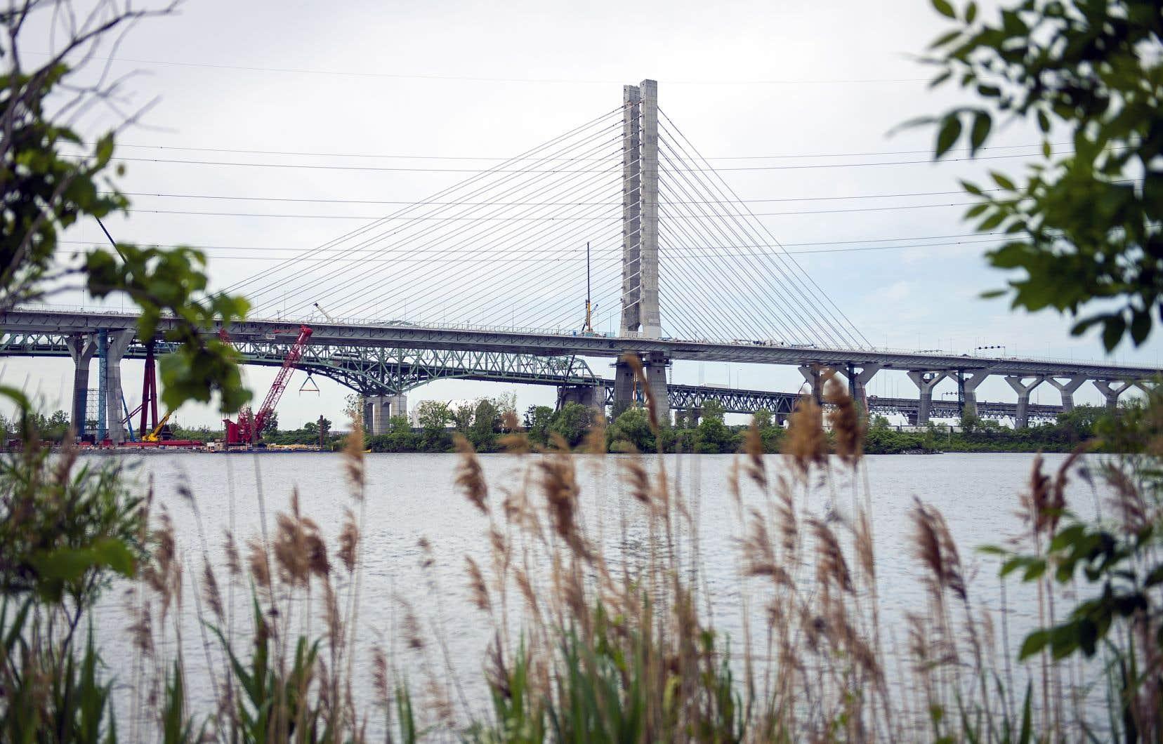 Le pont Samuel-DeChamplain crée un lien routier des plus novateurs entre l'île de Montréal et les collectivités de la Rive-Sud.