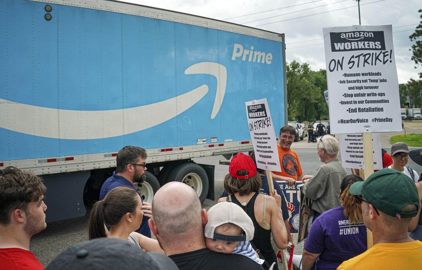 Des milliers de salariés d'Amazon ont manifesté ce mardi en Europe et aux États-Unis.