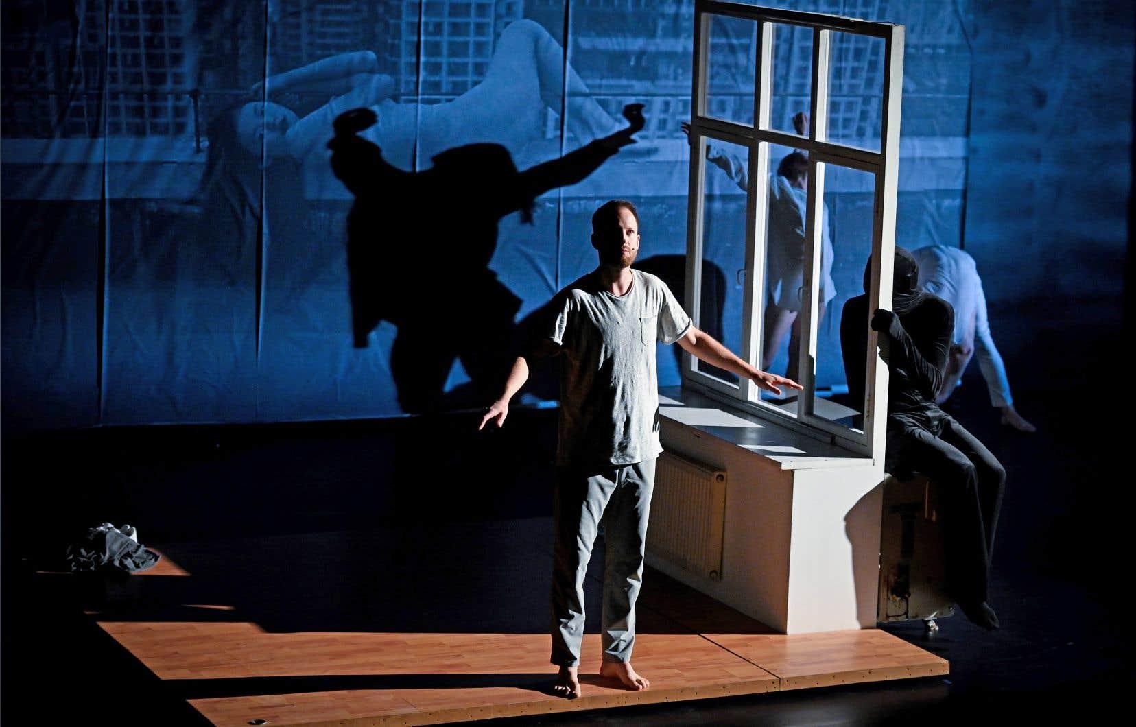 Opposant à la censure une folle liberté des corps et des langues, la pièce «Outside» de Kirill Serebrennikov, est sexy et poétique à souhait. Le metteur en scène flirte avec une danse-théâtre captivante.