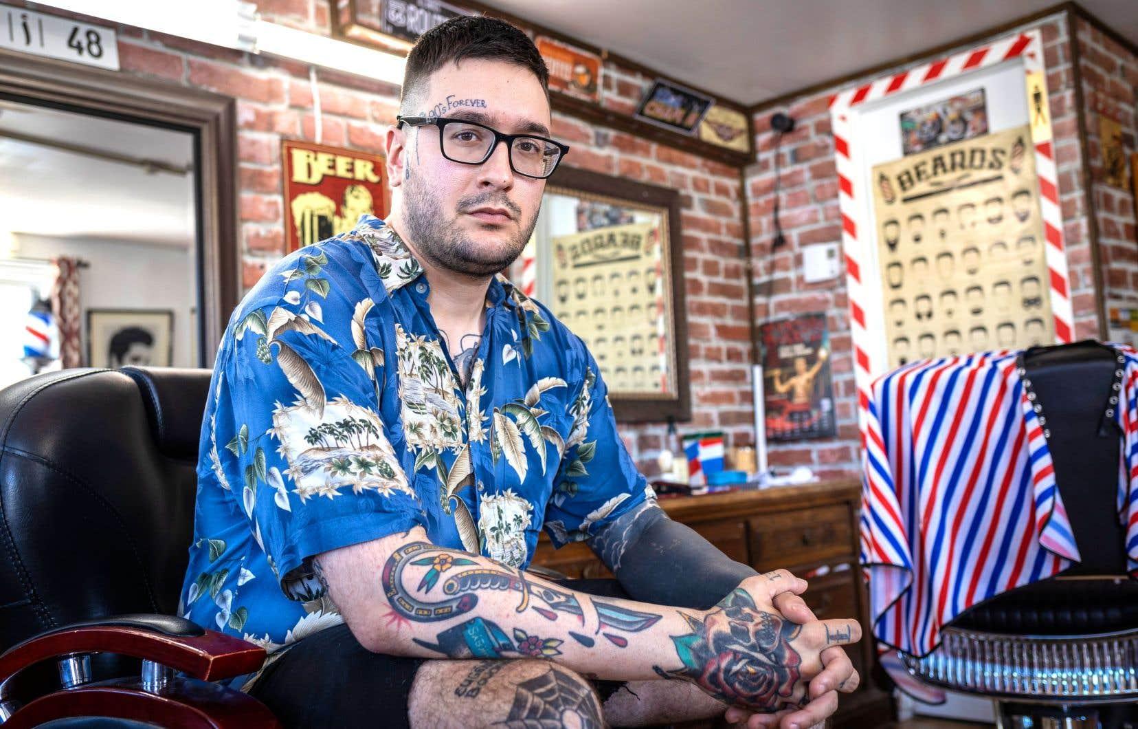 Malgré les vents contraires, Jonathan Doré sera visiblement parvenu à s'inventer une vie relativement douce, entre le salon de barbier et ce nouveau livre auquel il travaille.