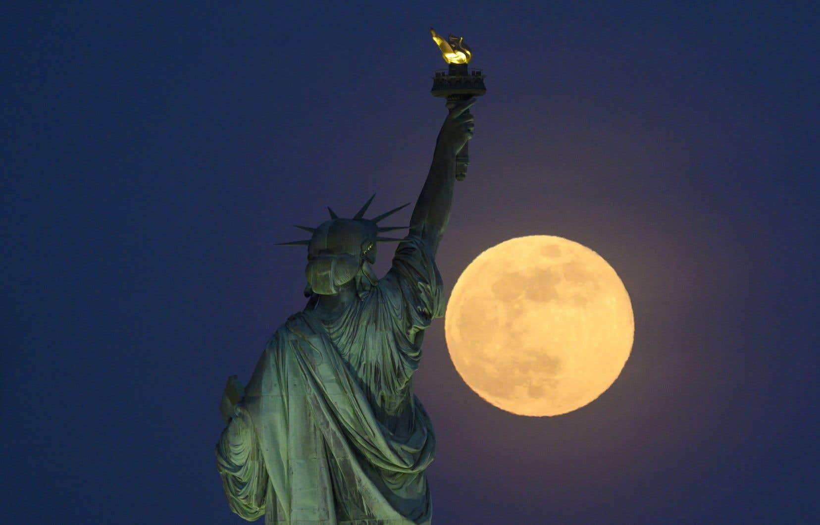 «La Lune elle-même est intéressante d'un point de vue scientifique, ne serait-ce que pour en apprendre plus sur son origine et celle de la Terre», renchéritl'astrophysicien,Robert Lamontagne.