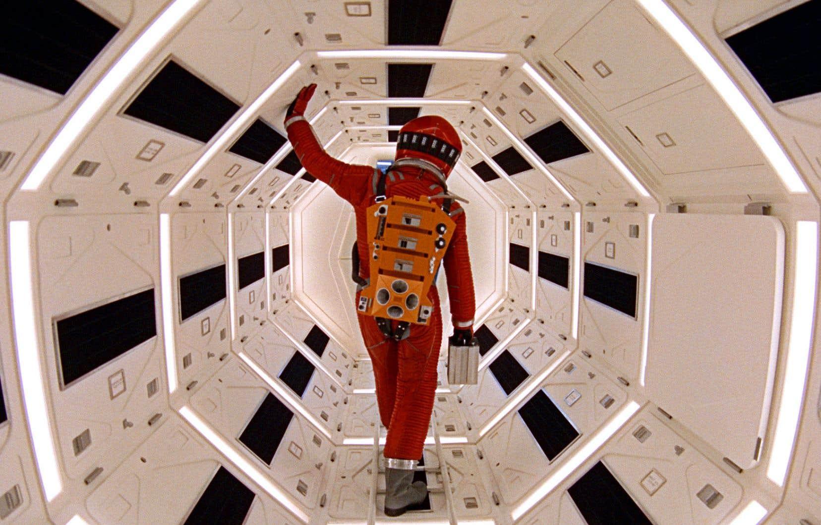 Déjà, en 1968, le réalisateur visionnaire Stanley Kubrick montrait, dans son cultissime «2001, l'odyssée de l'espace», le passager d'un vol commercial effectuant une escale dans un hôtel en orbite autour de la Terre sur sa route vers une colonie lunaire.