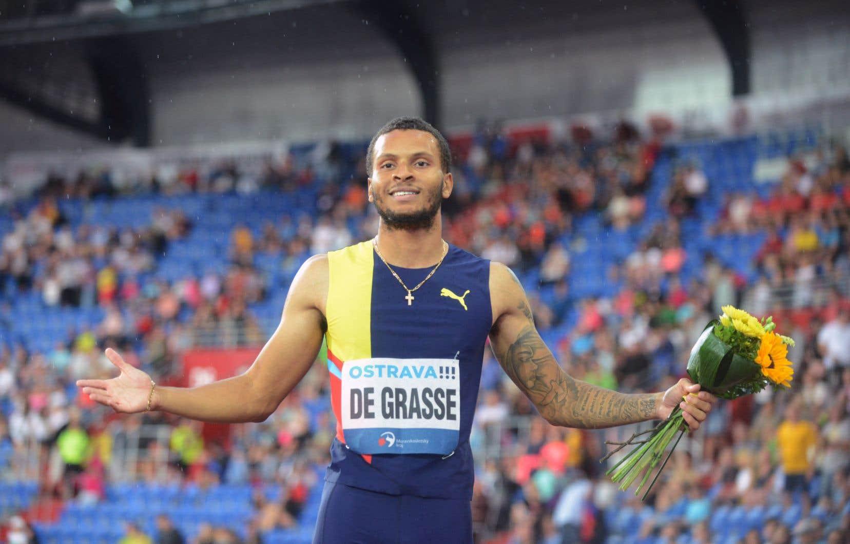 Le Canadien Andre De Grasse célèbre sa victoire au 200m hommes du rendez-vous d'athlétisme Golden Spike 2019 de l'IAAF à Ostrava le 20 juin 2019.