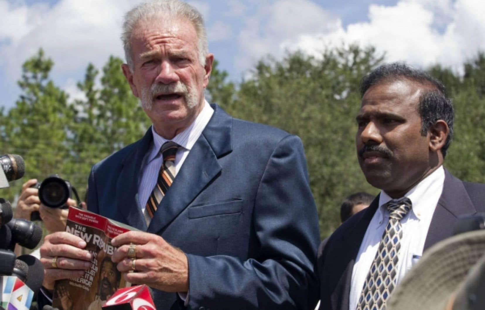 Terry Jones menace depuis plusieurs jours de brûler des exemplaires du Coran, ce qui a provoqué des explosions de colère dans les pays musulmans.