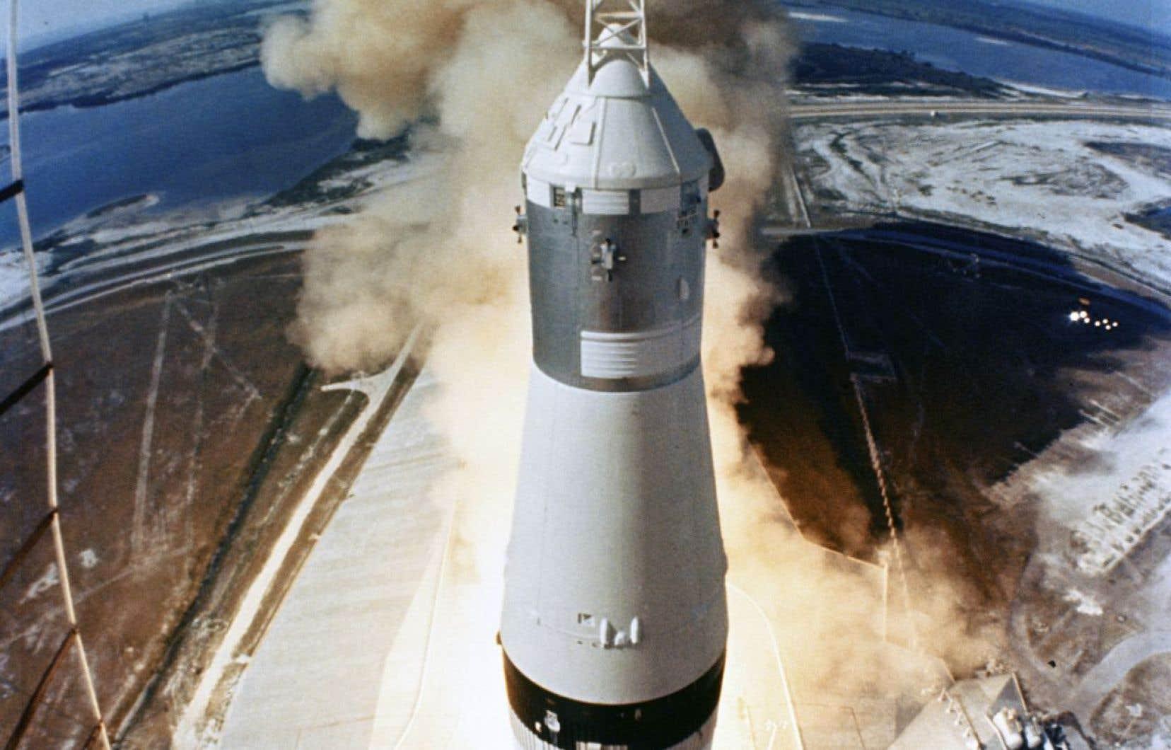 Des centaines de millions de téléspectateurs à travers le monde ont suivi la mission en direct, sans compter des dizaines de milliers de témoins rassemblés sur les plages de la Floride pour assister au décollage de l'immense fusée «Saturn V» qui allait emmener les astronautes vers la Lune.