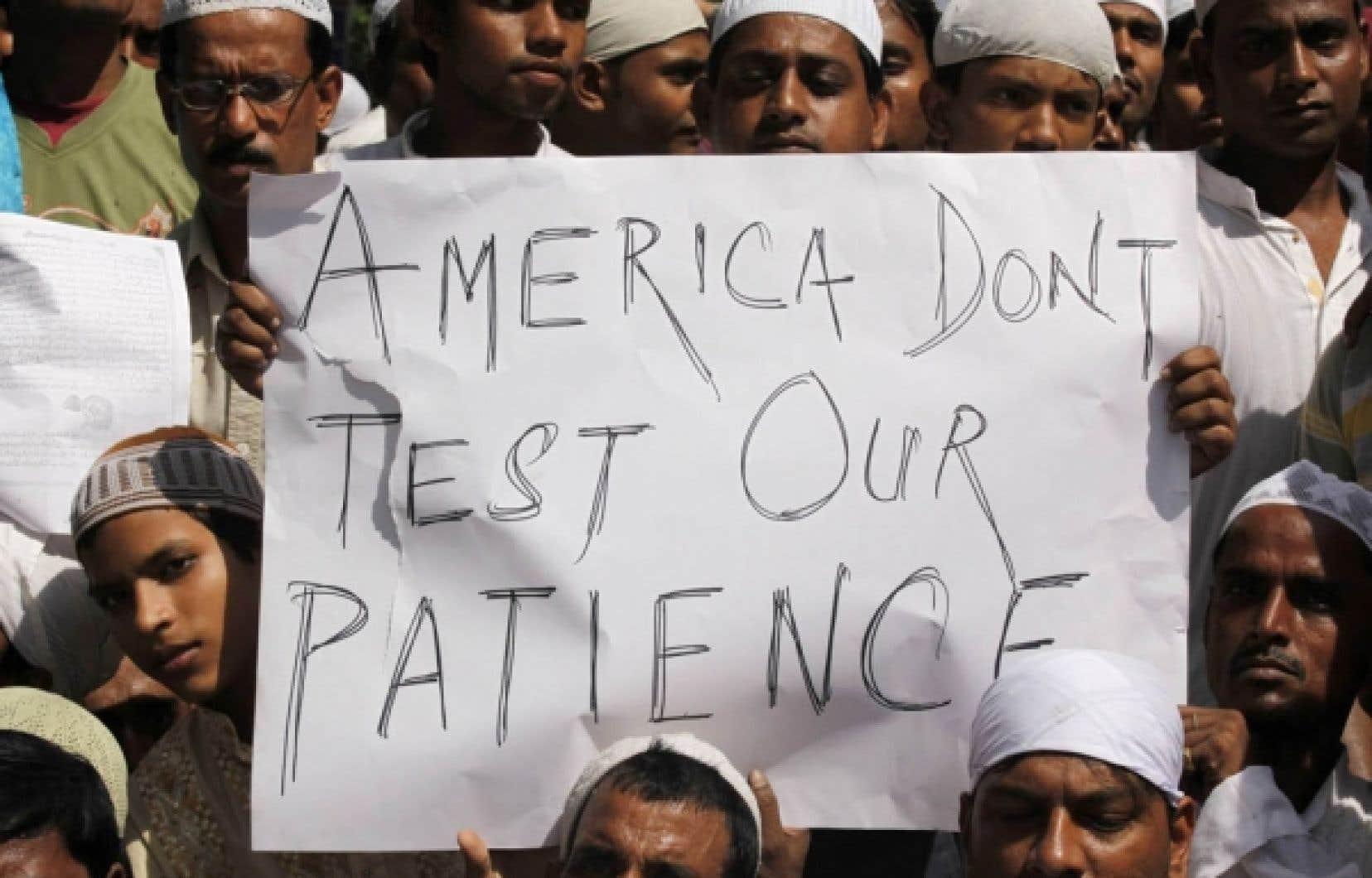 Le projet du pasteur américain Terry Jones de brûler des exemplaires du Coran aujourd'hui, jour anniversaire des attentats du 11-Septembre, a soulevé la colère des musulmans, ceux, entre autres, de la ville indienne de Kolkata. Est-ce encore une fois, un peu beaucoup la faute aux médias?<br />