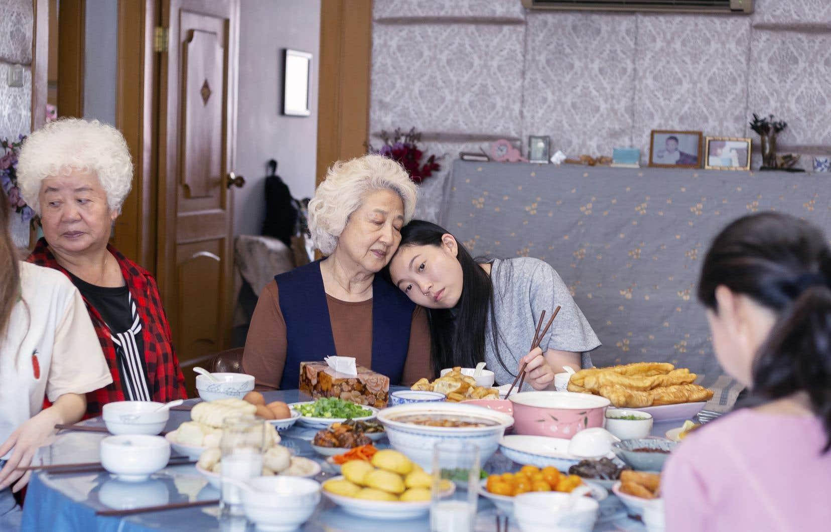 Billi (Awkwafina) et sa grand-mère, jouée par Shuzhen Zhao