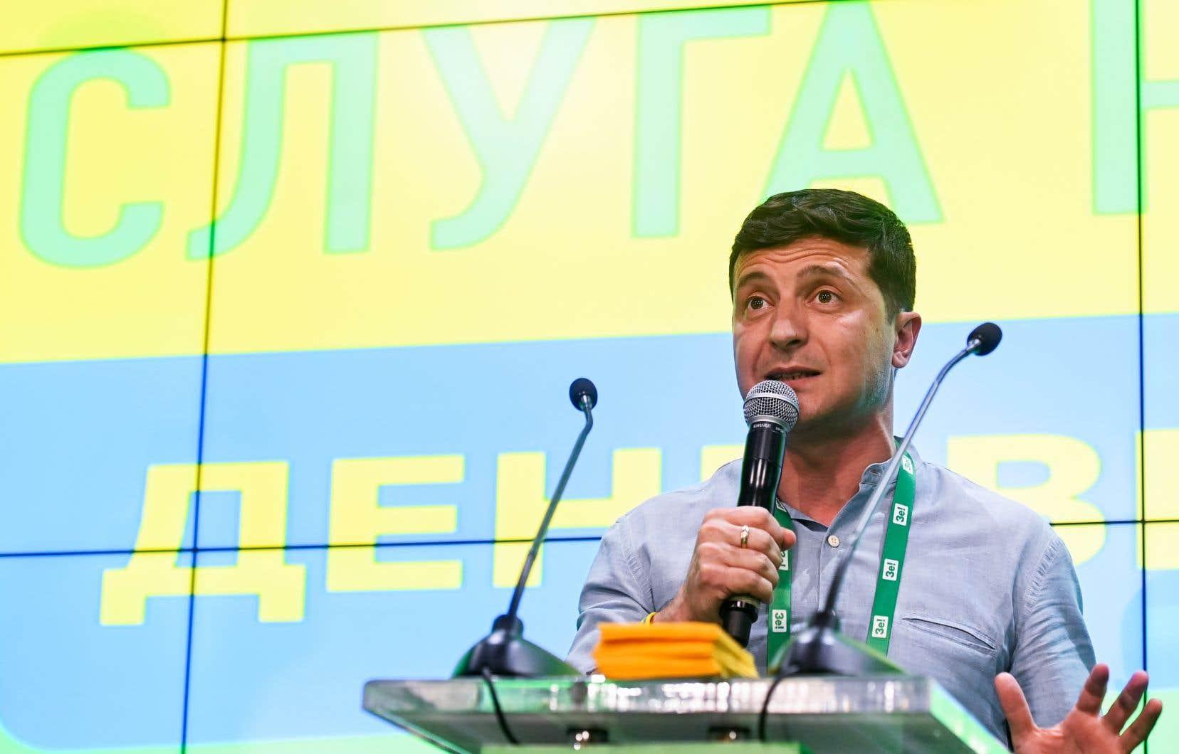 Dès dimanche soir, Volodymyr Zelensky a fixé ses «principales priorités»: la fin de la guerre avec les séparatistes prorusses dans l'Est et la lutte contre la corruption.