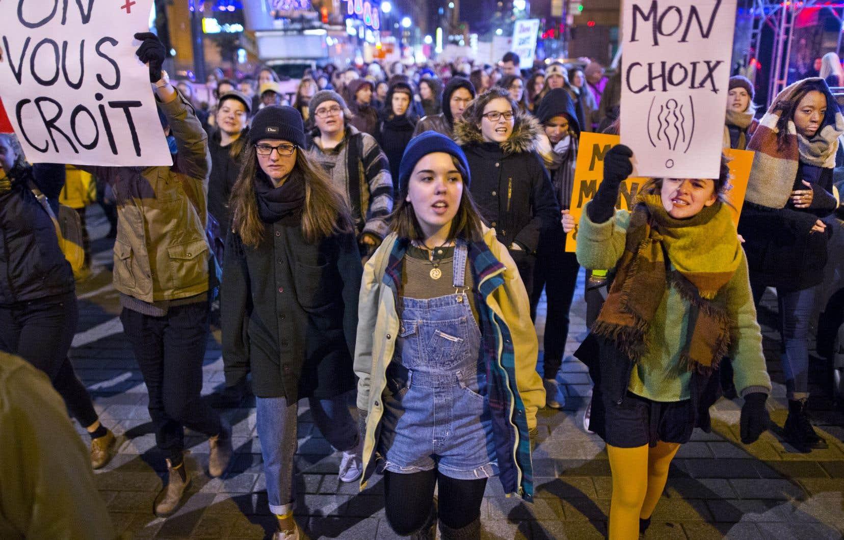 Le mouvement de dénonciation des agressions sexuelles #MoiAussi a connu son apogée dans les réseaux sociaux en octobre 2017. Tout de suite après, Statistique Canada a constaté que le nombre d'agressions sexuelles signalées à la police et jugées fondées avait explosé.