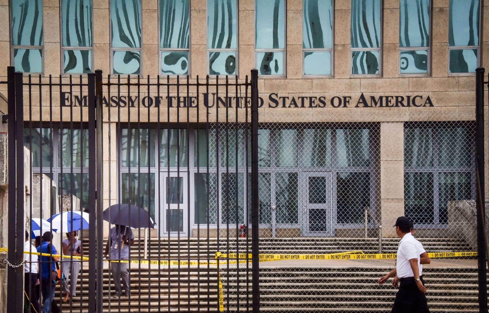 Entre 2016 et 2018, des diplomates en poste à LaHavane ont souffert de problèmes d'équilibre et de vertige, de coordination, de mouvement des yeux, ainsi que de l'anxiété, de l'irritabilité, et ce que des victimes ont appelé un «brouillard cognitif».