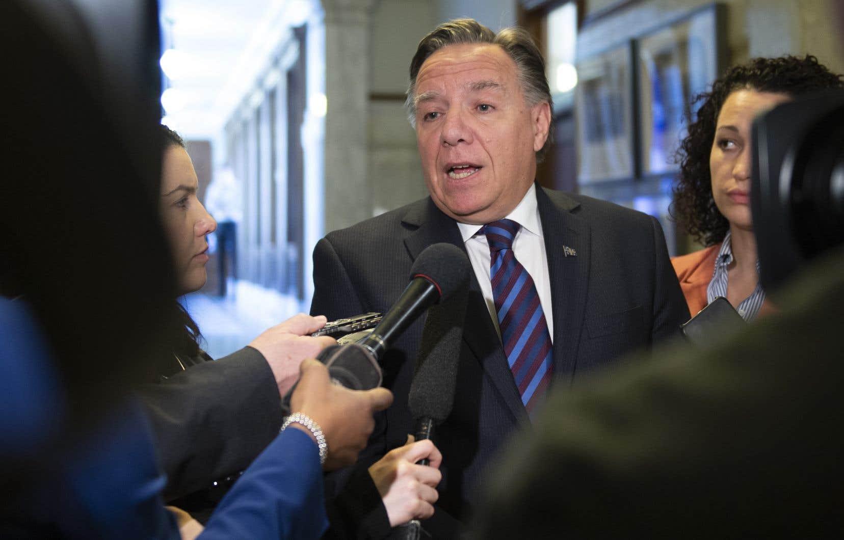 Le premier ministre, François Legault, estégalement responsable des Relations avec les Québécois d'expression anglaise.