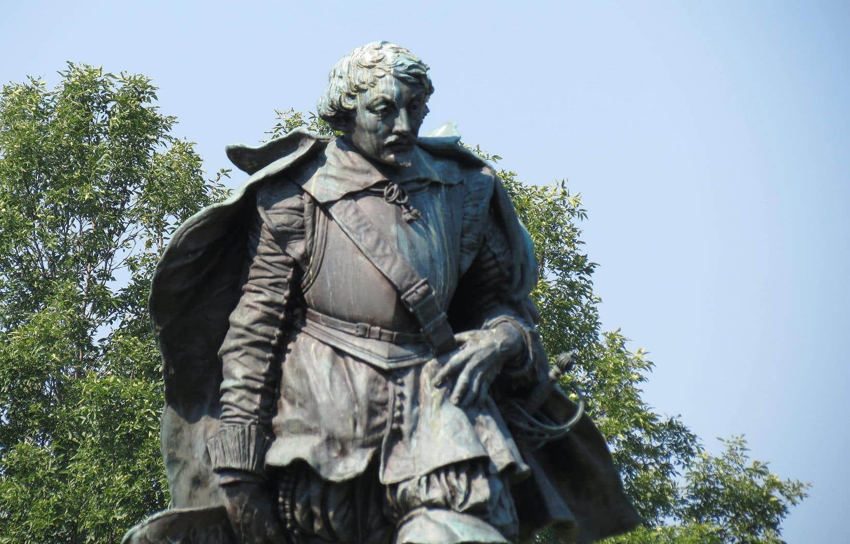 Le monument original en bronze, représentant Samuel de Champlain, installé depuis 1925 dans un parc d'Orillia, au nord-est de Toronto.