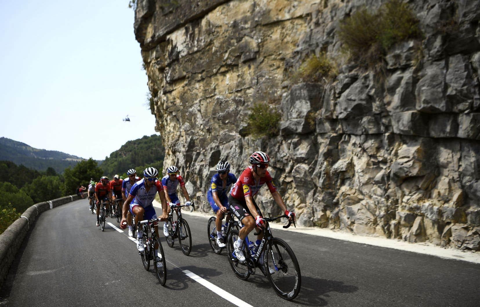 Les coureurs du Tour de France ont pris part mercredi à la 17e étape de la compétition.